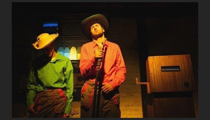 'Dirty Deal Teatro' aicina uz izrādēm aprīlī, tostarp Joņeva un Mārča Lāča komēdijas pirmizrādi