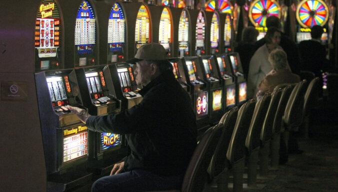 'Covid-19' dēļ opozīcija rosina aizvērt azartspēļu zāles