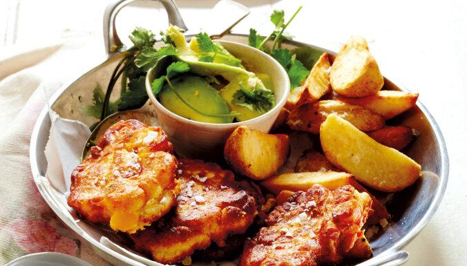 Siera pankūkas ar kūpinātu gaļu