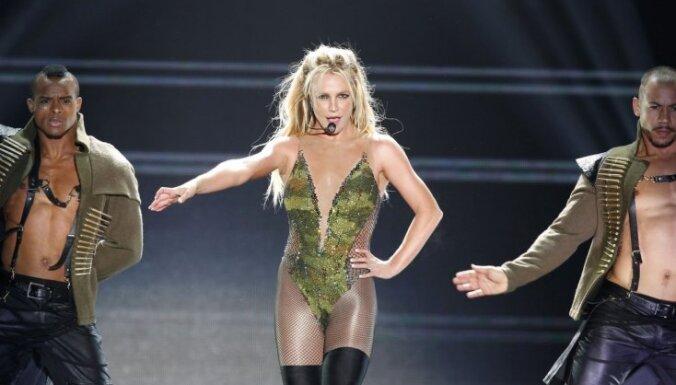 """""""У меня есть только надежда"""". Бритни Спирс не будет выступать, пока ее контролирует отец"""