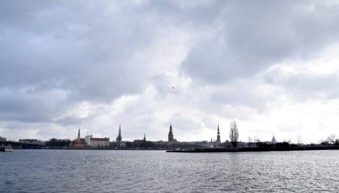 Svētdien ugunsdzēsēji no Daugavas izglābuši cilvēku