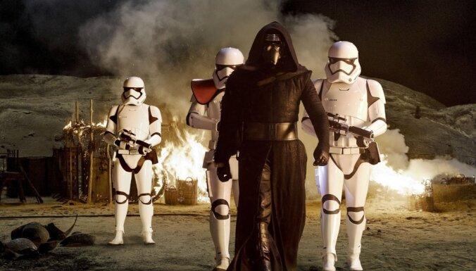 'Zvaigžņu kari' kļūst par trešo pelnošāko filmu vēsturē
