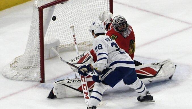 Video: Toronto 'Maple Leafs' zviedru uzbrucējs atkārto NHL ātrāko vārtu rekordu pagarinājumā
