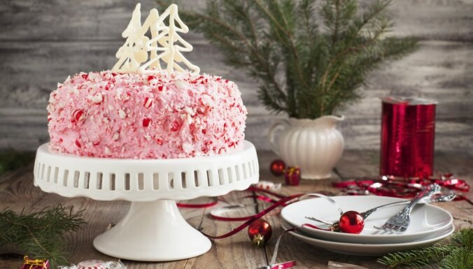 Krāšņa svētku torte ar maigu piparmētru krēma pildījumu