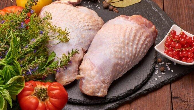 В Латвию по-прежнему ввозят куриное мясо от польской фирмы, в котором уже 7 раз нашли сальмонеллу