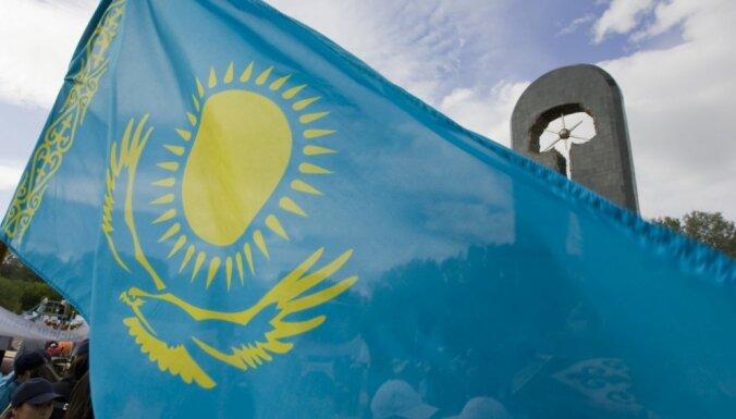 Krievija un Kazahstāna paraksta līgumu par militāro un tehnisko sadarbību