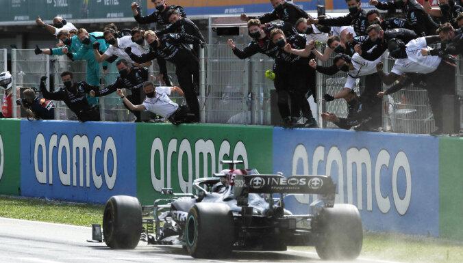 Hamiltons izcīna uzvaru Spānijas 'Grand Prix'