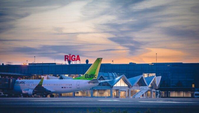 Svētkos lidostā 'Rīga' gaidāms rekordliels pasažieru skaits; ceļotājus aicina būt atsaucīgiem
