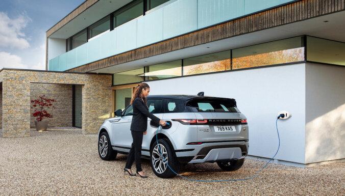 'Land Rover' apvidniekiem uzsvaru liek uz hibrīda tehnoloģijām