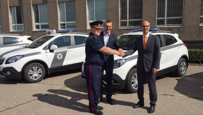 Полиция Латвии получила новых автомобилей на 12 млн. евро