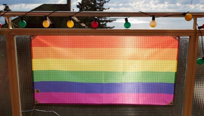Šveicieši referendumā atbalsta homofobijas kriminalizēšanu, liecina aplēses