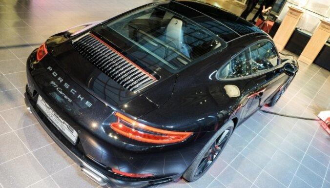 Foto: Rīgā parādīts modernizētais 'Porsche 911' modelis