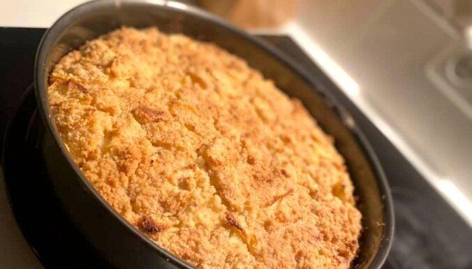 Biezpiena-ābolu kūka kārumnieku iepriecināšanai