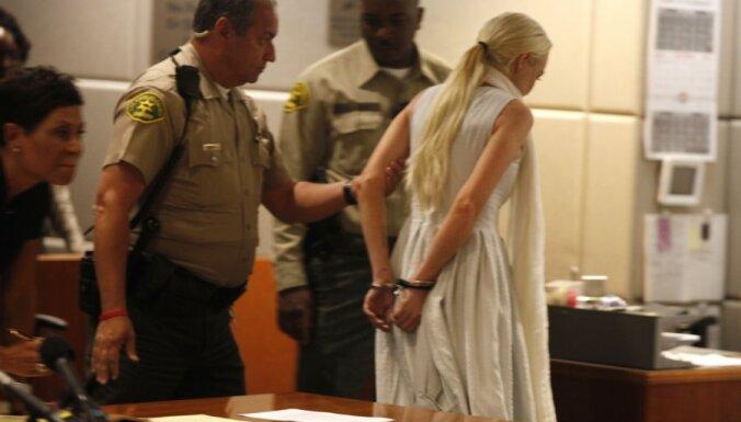 Линдси Лохан попала в полицию за драку в ночном клубе
