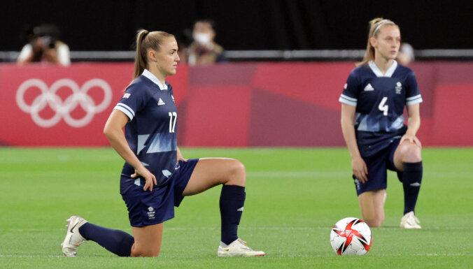 Впервые в истории Олимпиад спортсменки преклонили колено в поддержку акции BLM