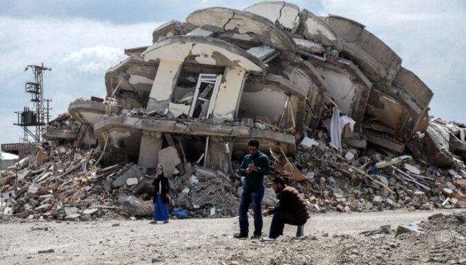 Dramatiski kadri: Turku un kurdu apšaudēs iznīcināta Turcijas pilsēta