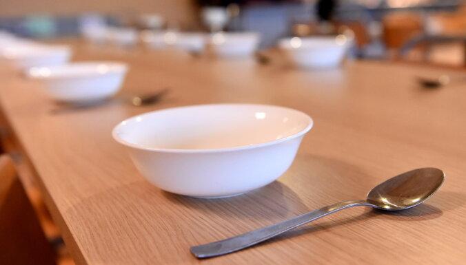 Izglītības iestādēs atļauj mainīt ēdināšanas nodrošināšanas kārtību