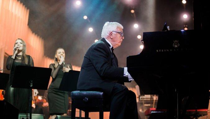 Foto: Ar Raimonda Paula kinomūzikas koncertu atklāta Dzintaru vasaras sezona