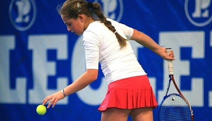 Юная латвийская теннисистка бьет дуплетом в Италии