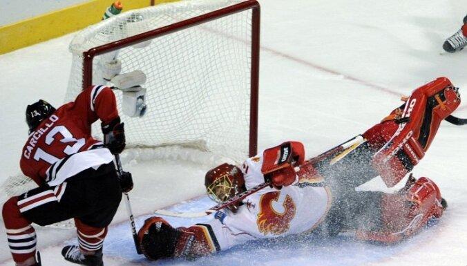 'Flames' vārtsargs NHL mačā atvaira 49 metienus