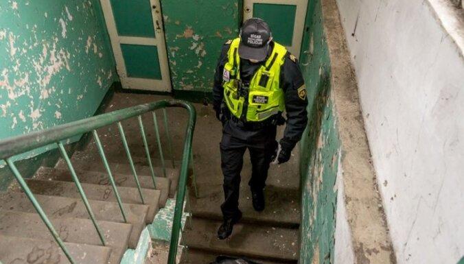 В квартире полиция обнаружила пьяного отца с детьми