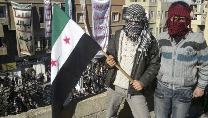 Sīrijas armijas artilērijas apšaudē Homsā nogalināti vairāk nekā 200 cilvēku