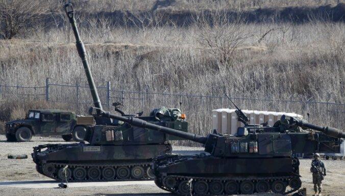 ДТП в Польше: из грузовика армии США высыпались танковые снаряды