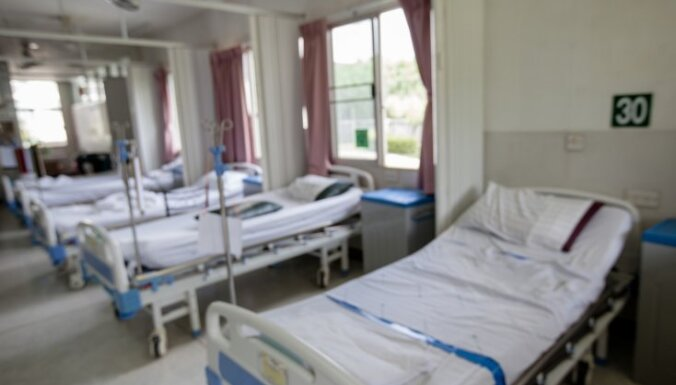 Slimnīca kā mājīga atskurbtuve – Rīgas dzērāji nerimstas