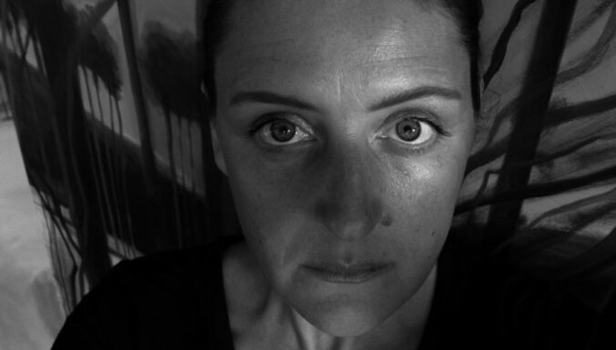 Māksliniekam jāprot uzgleznot plaukstas. Saruna ar Annu Heinrihsoni