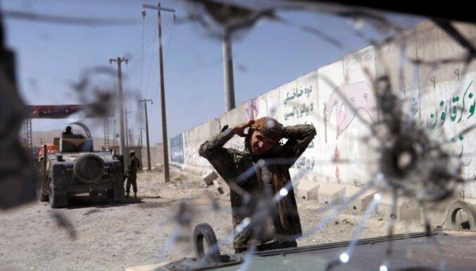 'Taliban' kaujinieki ieņem afgāņu armijas bāzi; turpinās kauja Gaznī