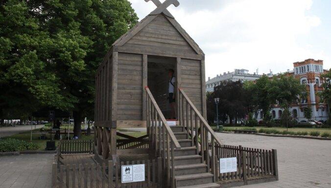 Foto: Esplanādē atklāts vides objekts 'Globālās sasilšanas templis'