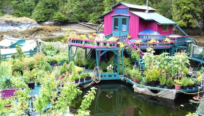 Foto: Fascinējoša ģimenes māja uz ūdens