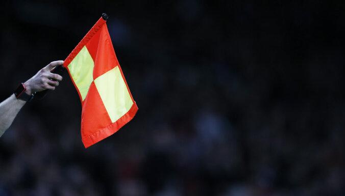 ВИДЕО: На футбольном матче в России судья ударил в лицо игрока