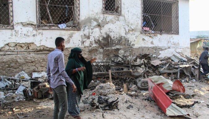 Islāmisti sarīko uzbrukumu pie viesnīcas Mogadišu; bojā gājuši vismaz trīs cilvēki