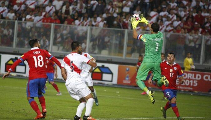 Chile s goalie Claudio Bravo