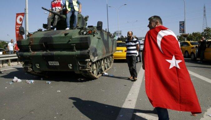 Turcijā par dalību 2016. gada pučā 74 cilvēkiem piespriež mūža ieslodzījumu