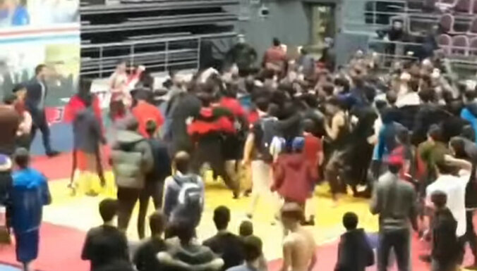 ВИДЕО: Болельщики устроили побоище на турнире по самбо в Ингушетии
