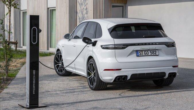 Visjaudīgākais 'Porsche Cayenne' ir no elektrotīkla uzlādējams hibrīdauto