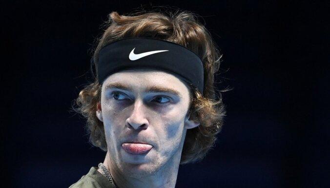 Krievijas tenisists Rubļovs ATP finālturnīrā pieveic Tīmu