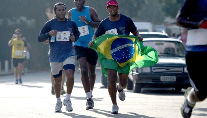 Riodežaneiro graustu rajonā notiek skrējiens pa narkotirgotāju bēgšanas maršrutu