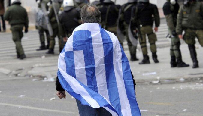Парламент Греции одобрил требуемое кредиторами сокращение 29 000 госслужащих
