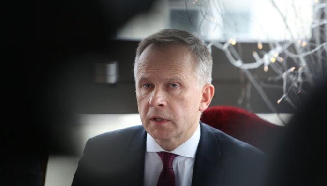Восстановленный в должности глава Банка Латвии пришел давать советы Кабмину