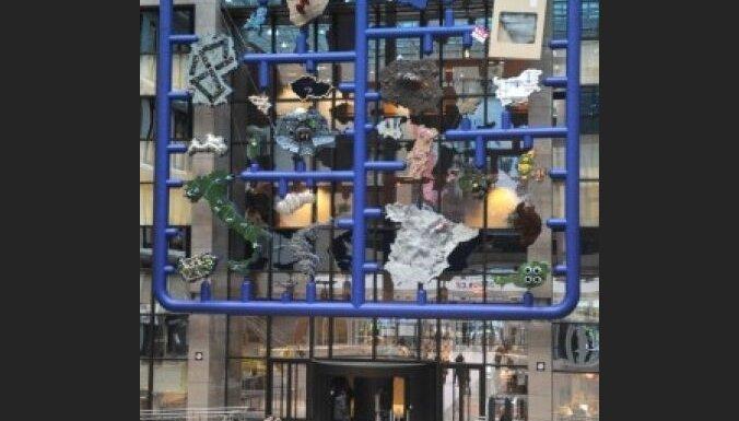 Čehijas prezidentūras instalācija Briselē izsmej Eiropas valstu stereotipus