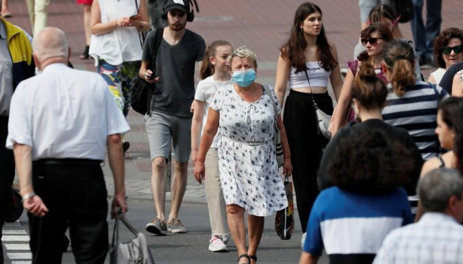 Covid-19 uzliesmojuma dēļ Ukraina slēdz robežu ārzemniekiem