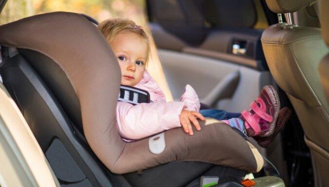 Kad bez asarām neiztikt. Trīs galvenie iemesli, kāpēc mazulim nepatīk braukt mašīnā