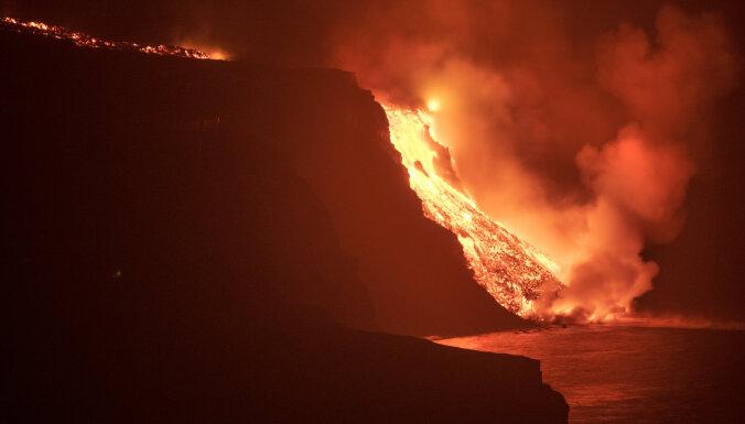 Вода и пламень: лава из вулкана на острове Пальма достигла океана, это опасно выделением токсичных газов