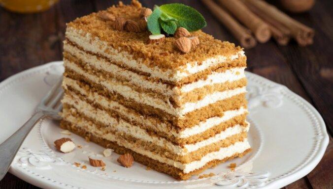 Nacionālais lepnums – medus kūka: 14 receptes svētku galdam
