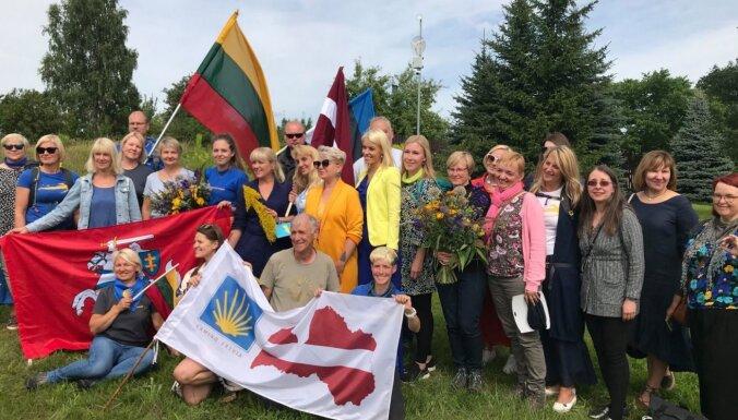 Foto: Latvija, Lietuva un Igaunija atklāj Santjago ceļa robežpunktu Valkā