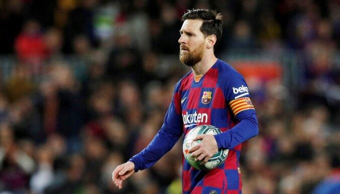 Mesi otrajā puslaikā gūst divus vārtus un palīdz 'Barcelona' izcīnīt uzvaru
