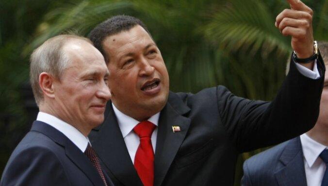 """Путин подарил Чавесу щенка """"собаки Сталина"""""""